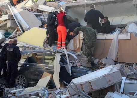 Sisma Albania: almeno 15 morti, 41 salvati dalle macerie